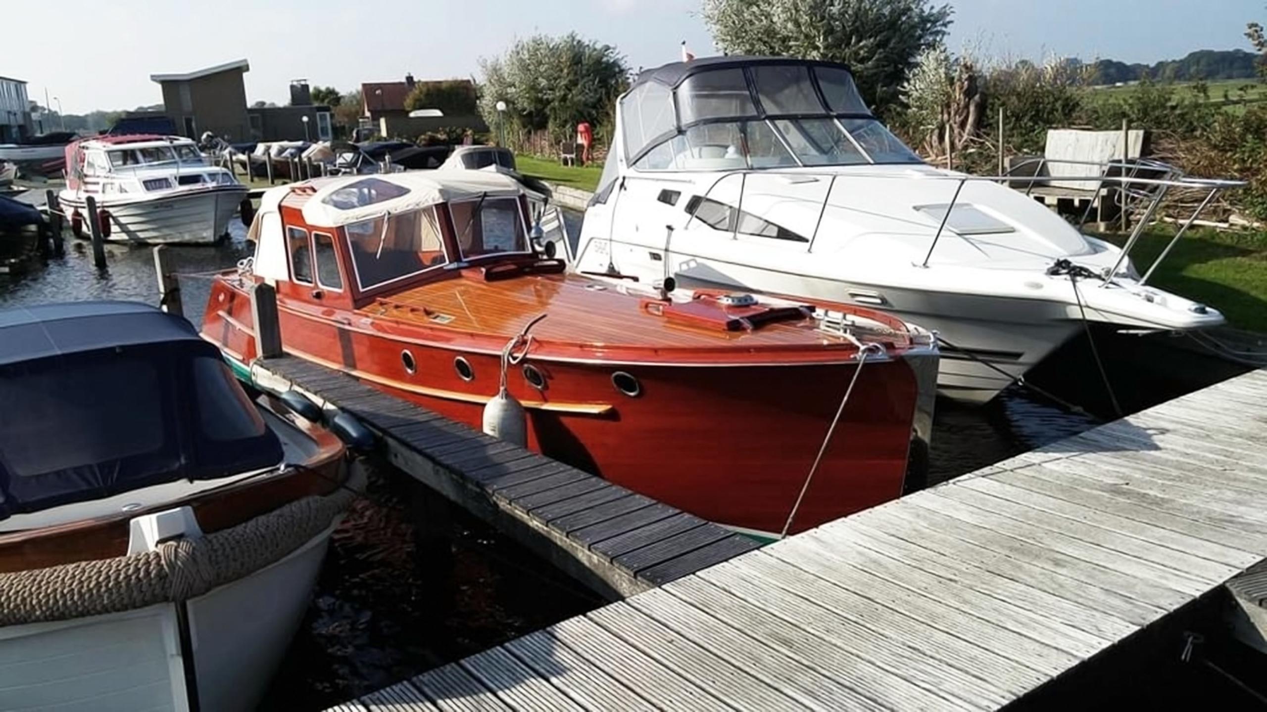 Jachtschilder Friesland-jacht-houten-boot-sloep-Coelan-bootlak-jachtlak-classic-design-yacht-painters