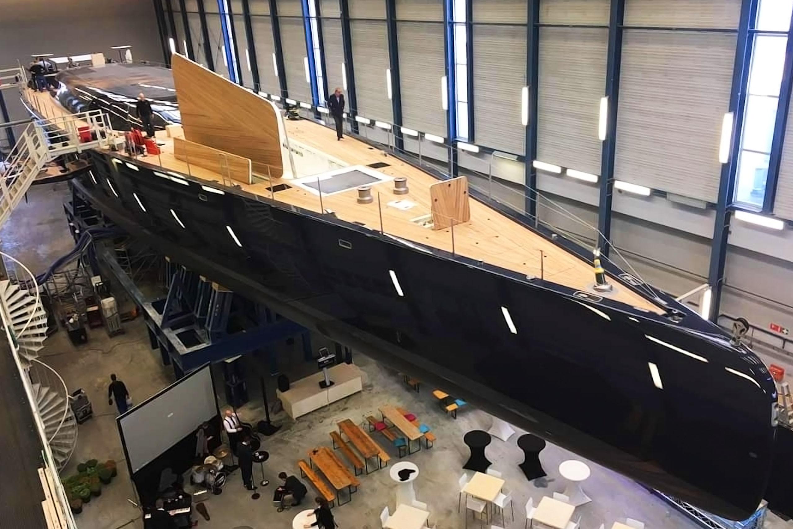 Jachtschilder Friesland-jacht-houten-boot-sloep-bootlak-jachtlak-Royal Huisman-classic-design-yacht-painter