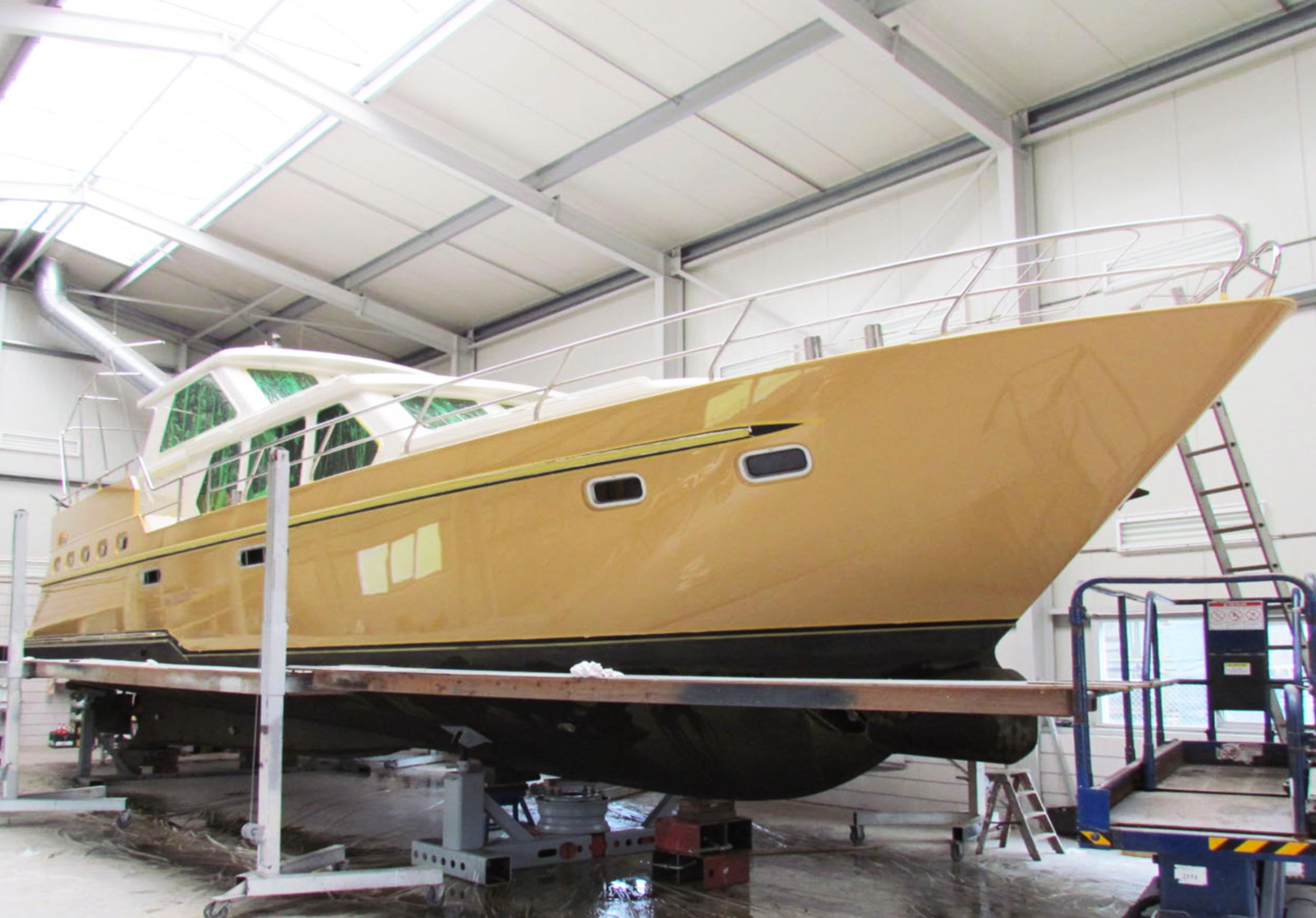 Jachtschilder Friesland-jacht-houten-boot-sloep-bootlak-jachtlak-classic-design-yacht-painters