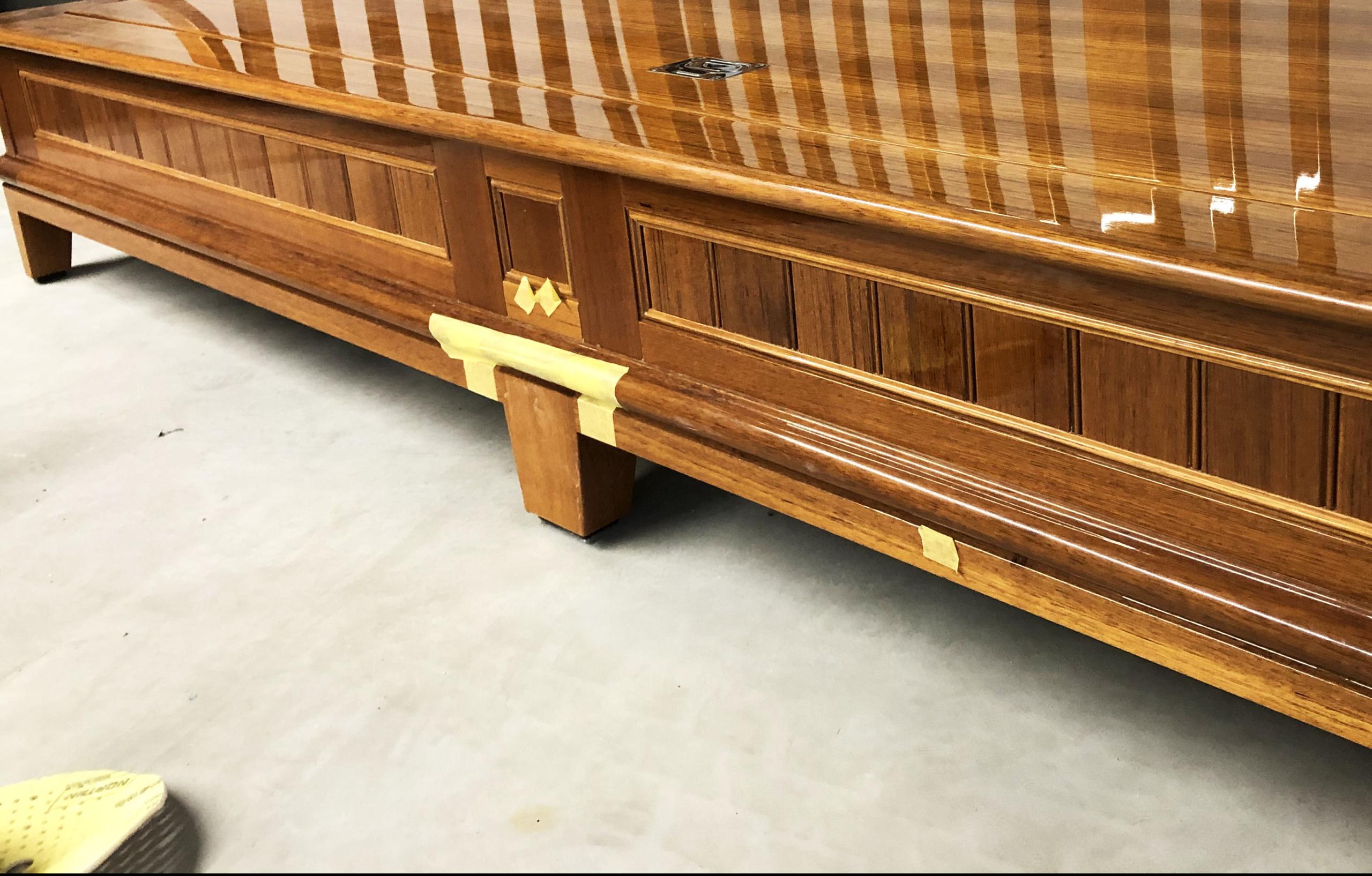 Jachtschilder Friesland-jacht-houten-boot-sloep-schade-bootlak-jachtlak-classic-design-yacht-painters