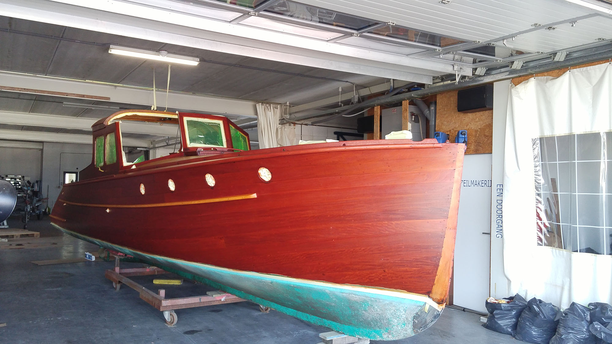 Jachtschilder Friesland-jacht-houten-boot-sloep-Coelan-bootlak-jachtlak-classic-design-yacht-painters2